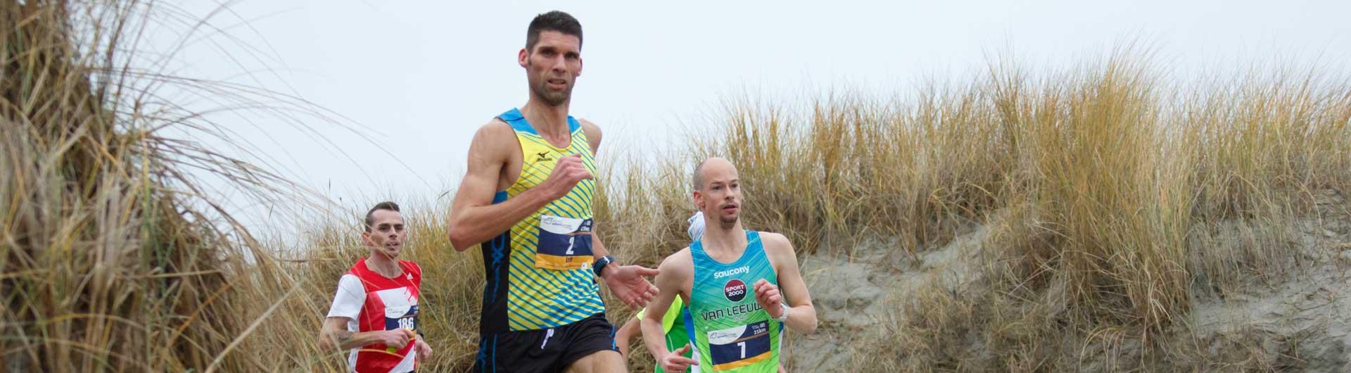Ameland Adventurerun uitslagen 2016: Marathon lopers op het strand van Ameland